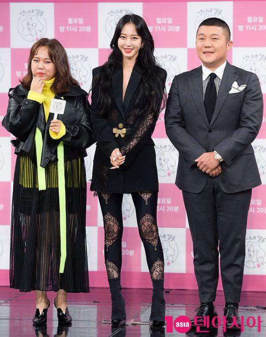 살롱 매니저로 활약하는 홍현희(맨 왼쪽)와 조세호(맨 오른쪽). /서예진 기자 yejin@