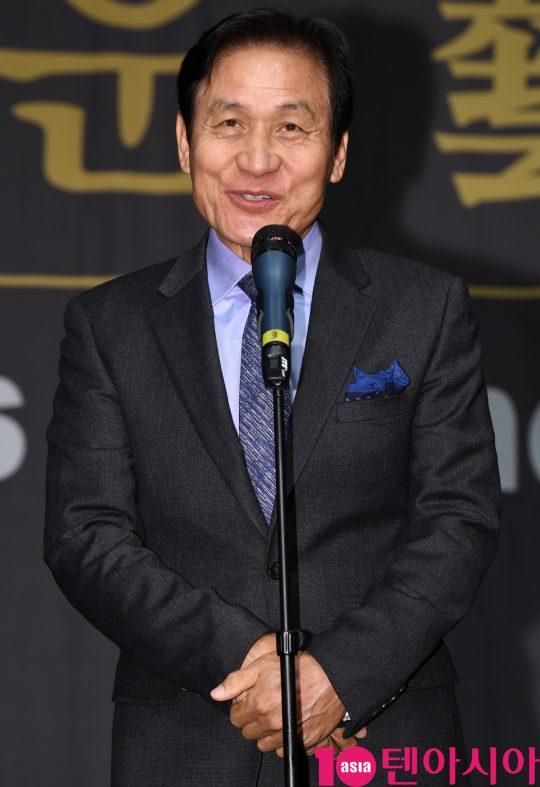 배우 안성기가 6일 오후 서울 중구 명보아트홀에서 열린 제9회 아름다운예술인상 시상식에 참석하고 있다.