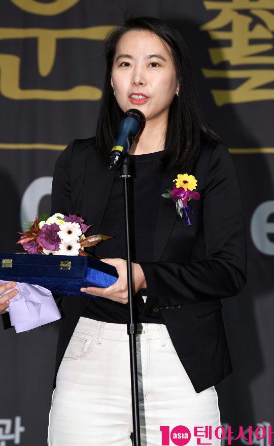 김보라 감독이 6일 오후 서울 중구 명보아트홀에서 열린 제9회 아름다운예술인상 시상식에 참석하고 있다.