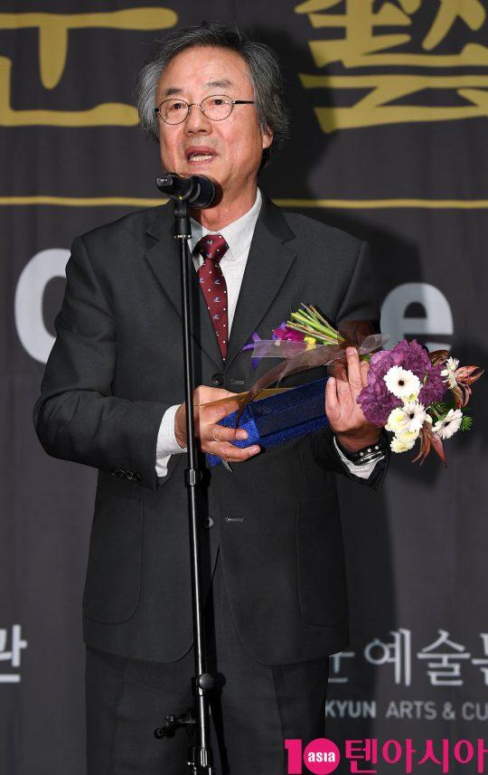배우 정동환이 6일 오후 서울 중구 명보아트홀에서 열린 제9회 아름다운예술인상 시상식에 참석하고 있다.