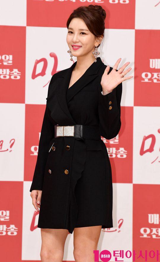 배우 이슬아가 7일 오후 서울 양천구 목동 SBS 사옥에서 열린 SBS 새 아침드라마 '맛 좀 보실래요?' 제작발표회에 참석하고 있다.