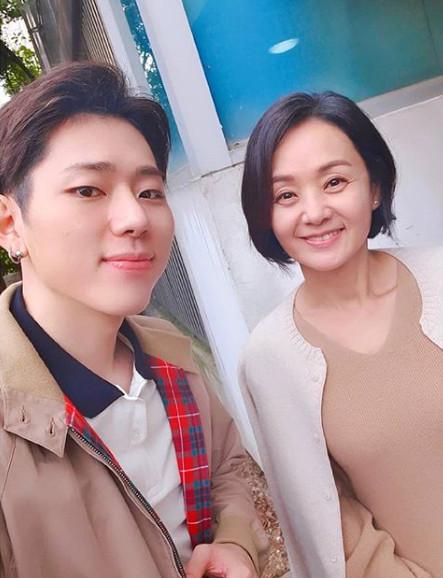 가수 지코(왼쪽), 배우 배종옥. / 지코의 SNS