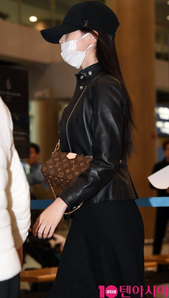 걸그룹 트와이스(나연, 정연, 모모, 사나, 지효, 미나, 다현, 채영, 쯔위) 미나가 오후 10일 오후 일본 '2019 트와이스라이츠'(2019 TWICELIGHTS) 공연을 마치고 인천국제공항을 통해 입국하고 있다.