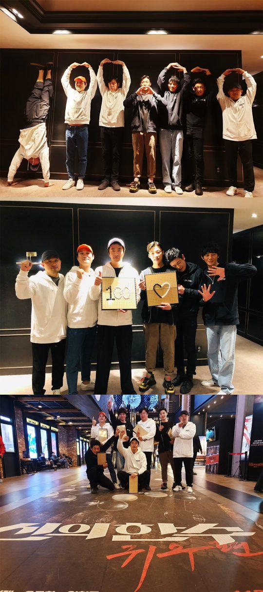 영화 '신의 한 수: 귀수편' 100만 관객 돌파 인증샷. /사진제공=CJ엔터테인먼트