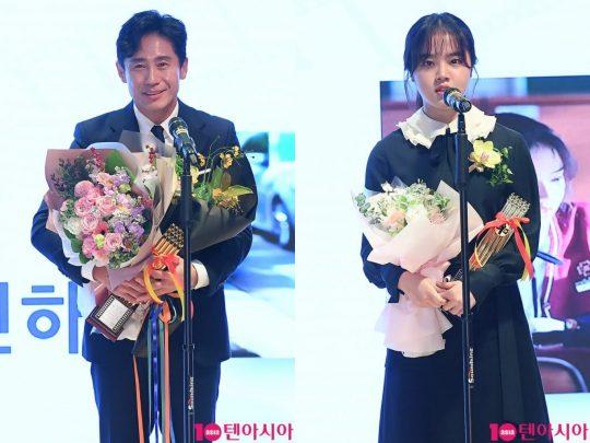 배우 신하균(왼쪽), 김향기 제39회 영평상 남녀주연상을 받았다. /이승현 기자 lsh87@