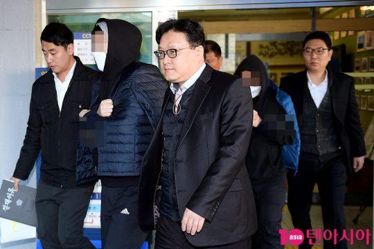 검찰에 송치되는 안준영 PD와 김용범 CP
