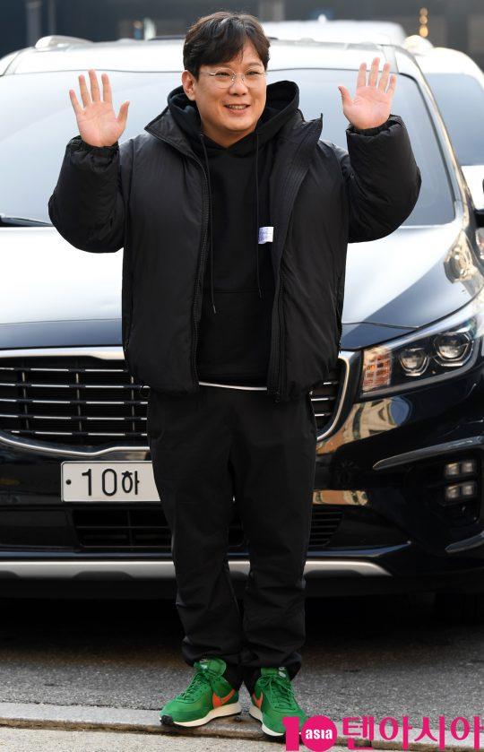 배우 김기남이 16일 오후 서울 논현로 한 음식점에서 열린 tvN 수목드라마 '청일전자 미쓰리' 종방연에 참석하고 있다.