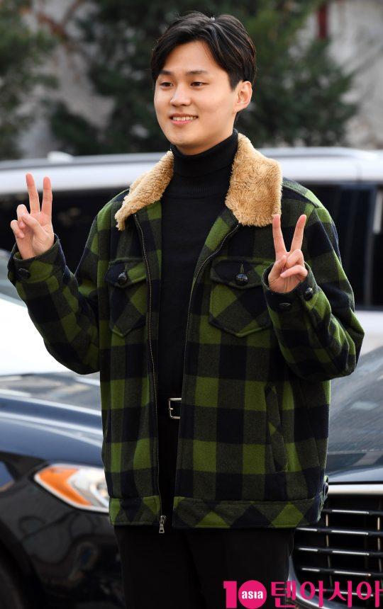 배우 양승욱이 16일 오후 서울 논현로 한 음식점에서 열린 tvN 수목드라마 '청일전자 미쓰리' 종방연에 참석하고 있다.