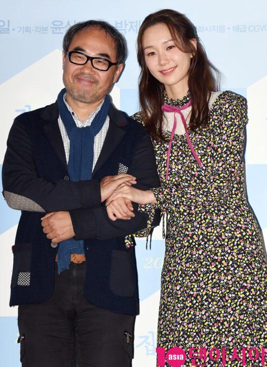 배우 강신일과 이유영이 18일 오후 서울 한강로3가 CGV 용산아이파크몰점에서 열린 영화 '집 이야기' 언론시사회에 참석하고 있다.