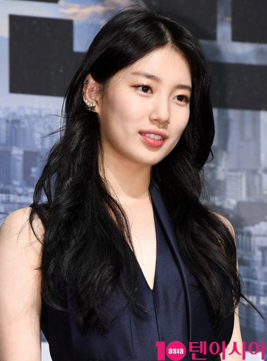 배우 배수지가 19일 오전 서울 신사동 압구정 CGV에서 열린 영화 '백두산' 제작보고회에 참석하고 있다.