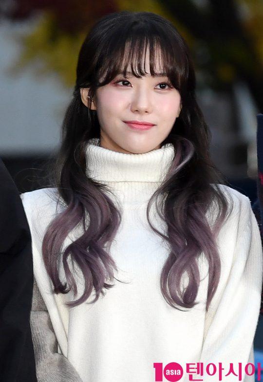 우주소녀 루다가 22일 오전 서울 여의도 KBS 신관 공개홀에서 열린 KBS2 '뮤직뱅크'(뮤뱅) 리허설에 참석하고 있다.
