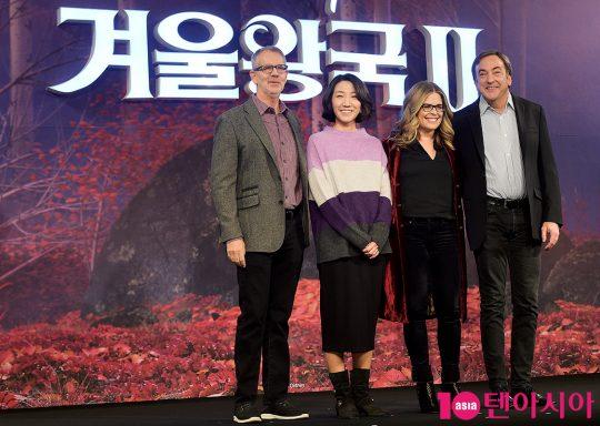 크리스 벅 감독(왼쪽부터), 이현민 슈퍼바이저, 제니퍼 리 감독, 피터 델 베초 프로듀서