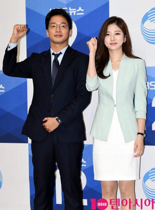 정연욱과 박지원 앵커가 27일 오후 서울 여의도 KBS신관에서 열린 KBS 뉴스 새 앵커 기자간담회에 참석하고 있다.