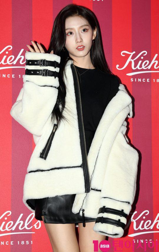 러블리즈 예인이 27일 오후 서울 청담동 프로젝트910에서 열린 키엘 2019 홀리데이 리미티드 에디션 출시 기념행사에 참석하고 있다.