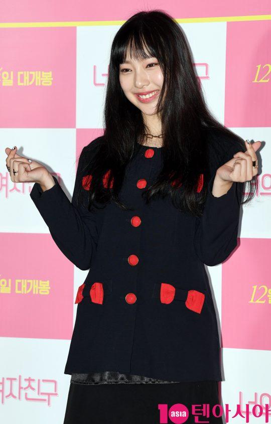 배우 이진이가 29일 오후 서울 자양동 롯데시네마 건대입구점에서 열린 영화 '너의 여자친구' 언론시사회에 참석하고 있다.