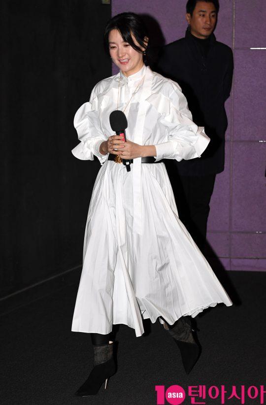 배우 이영애가 30일 오전 서울 행당동 CGV왕십리점에서 열린 영화 '나를 찾아줘' 무대인사에 참석하고 있다.