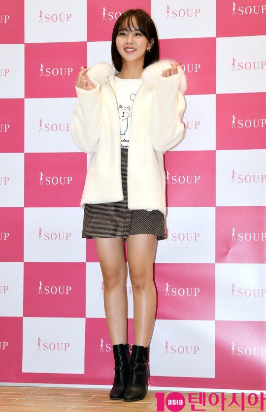배우 김소현이 30일 오후 서울 영등포동 타임스퀘어에서 열린 SOUP 매장 팬사인회 행사에 참석하고 있다.