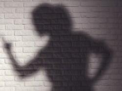 사진=게티이미지뱅크 경찰이 3살 딸을 빗자루 등으로 때려 숨지게 한 혐의를 받는 20대 미혼모에 구속영장을 신청했다. /사진=게티이미지뱅크