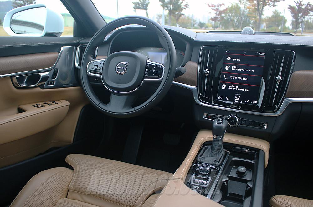 [시승]질리지 않는 매력, 볼보차 S90