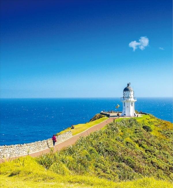 뉴질랜드 최북단 케이프 레잉가를 상징하는 아름다운 등대의 모습