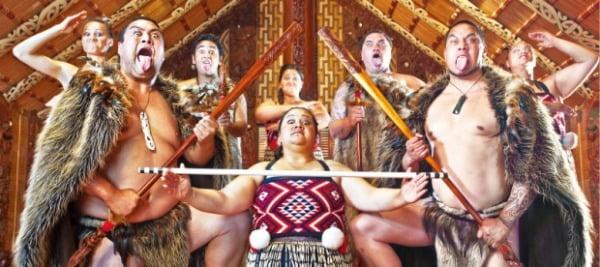 뉴질랜드의 건국역사가 서린 와이탕이에서 꼭 방문해야 할 와이탕이 트리니티그라운드.
