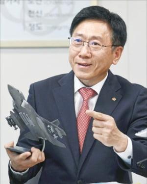 김연철 한화시스템 사장이 미래 전략에 대해 설명하고 있다.  /신경훈 기자 khshin@hankyung.com