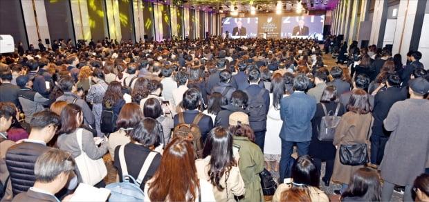 반기문 전 유엔 사무총장이 6일 개막한 '글로벌 인재포럼 2019'에서 특별강연을 하고 있다. 800여 석의 좌석이 꽉 차 일부 청중은 서서 강연을 들었다.  허문찬  기자  sweat@hankyung.com