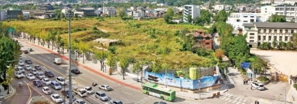 종로구는 경복궁 옆 송현동 부지에 '숲·문화공원'을 조성하는 계획을 추진하고 있다. 한경DB