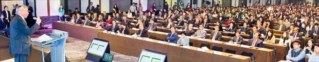 지난 6일 서울 광장동 그랜드워커힐호텔에서 개막한 '글로벌 인재포럼 2019'에서 셸 망네 보네비크 전 노르웨이 총리가 기조연설을 하고 있다.  강은구 기자 egkang@hankyung.com