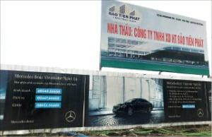 베트남 응에안성 성도인 빈에 설치된 벤츠 광고판.   /박동휘  특파원