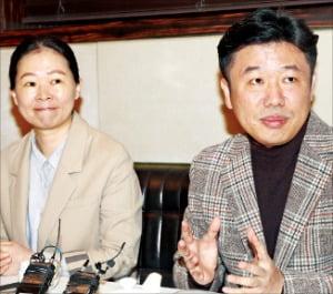바른미래당 비당권파인 유의동(오른쪽)·권은희 의원이 10일 열린 기자간담회에서 보수 대통합과 관련한 입장을 밝히고 있다.   /연합뉴스