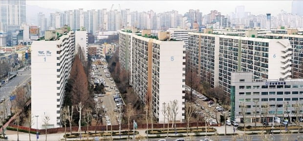 서울 대치동 은마아파트. 이 단지의 전용면적 84㎡ 공시가격은 11억원 안팎으로 지난해 대비 10%가량 올랐다.  한경DB