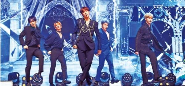 그룹 아스트로의 라키(왼쪽부터), MJ, 차은우, 진진, 윤산하. 이승현 한경텐아시아 기자 lsh87@hankyung.com