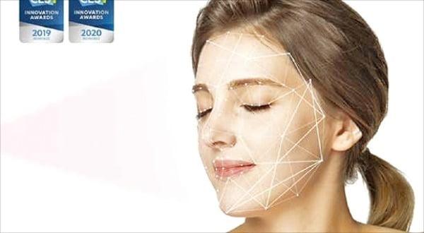룰루랩의 '루미니 홈'을 통해 피부를 분석하는 모습. 룰루랩 제공