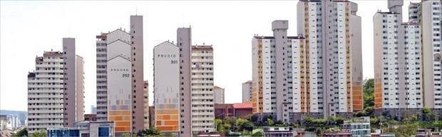 서울에서 지난달 30대가 가장 많은 아파트를 사들였다. 30대 선호도가 높은 서울 성동구의 한 아파트 단지.  /한경 DB