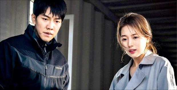 넷플릭스와 TV에서 동시 방영한 KBS 드라마 '동백꽃 필 무렵'(위)과 SBS '배가본드'.