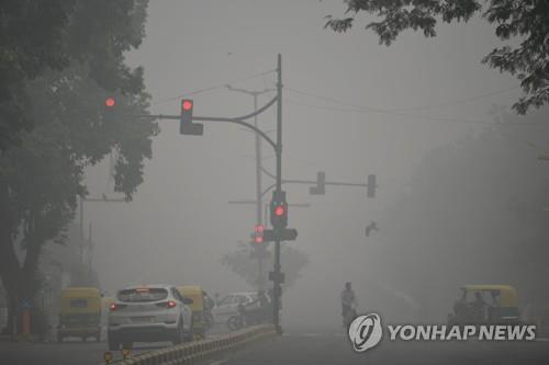 비행기도 회항 시킨 인도 스모그…대기질오염 나날이 '신기록'