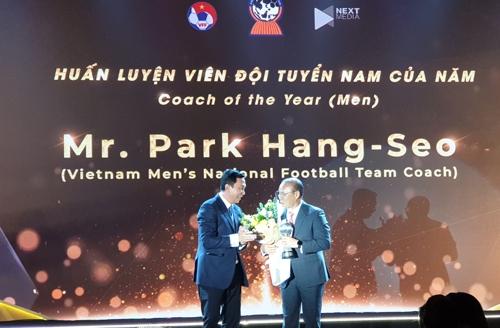 박항서, 아세안축구연맹 '올해의 감독'상…제자는 '최고 선수'