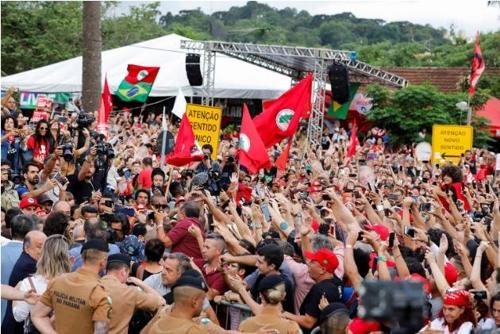 브라질 룰라, 석방되자마자 정치활동 재개…좌파진영 정비 나서
