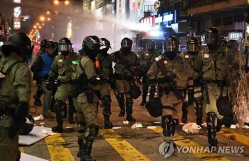 홍콩서 '시위 첫 희생자' 추모 시위 사흘째 이어져(종합)