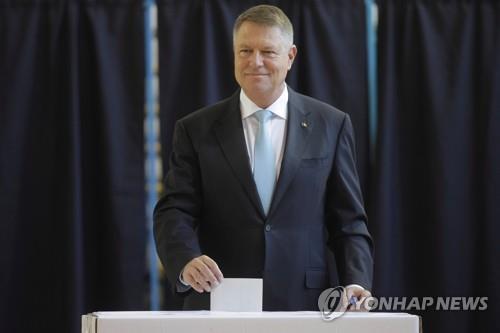 루마니아 대선 결선투표행…친EU성향 현 대통령 최다득표(종합)