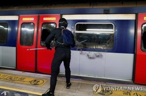멈춰선 홍콩…지하철·버스 운행 중단에 이틀째 '교통대란'