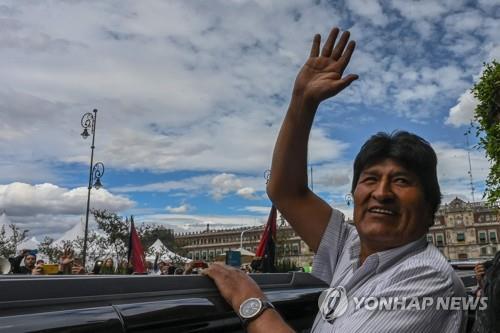 """볼리비아 임시대통령 아녜스 """"최대한 빨리 선거 치를 것""""(종합)"""