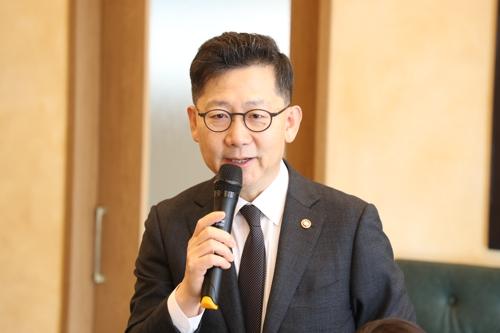 """김현수 """"ASF 양돈농장서 소강상태…멧돼지와 분리 노력"""""""