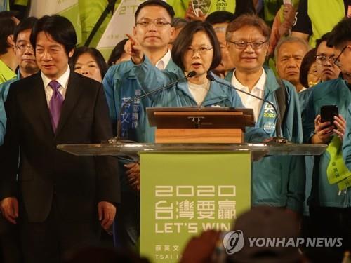 '홍콩 바람' 타고 재선 쐐기 박겠다는 대만 차이잉원
