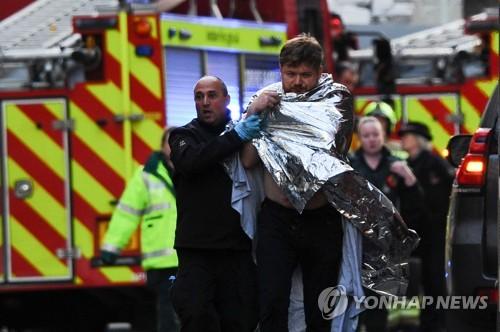 """英 런던브리지서 또다시 테러…""""용의자, 테러단체 연루로 복역"""""""