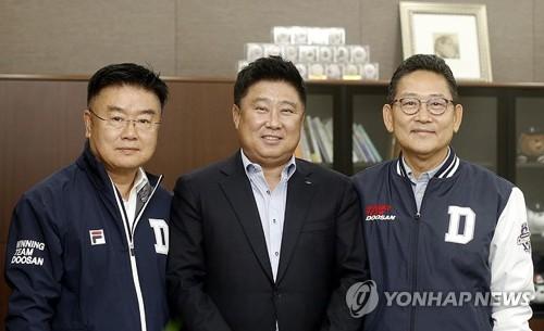 """두산 김태형 감독·김태룡 단장 """"국가대표 이영하, 대견해"""""""