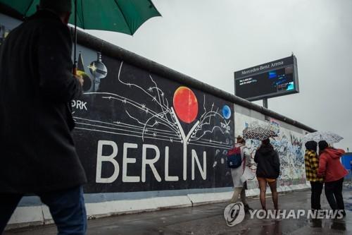 """""""베를린장벽 붕괴 30년, 분단 한국에 여전히 강력한 의제""""[WP]"""