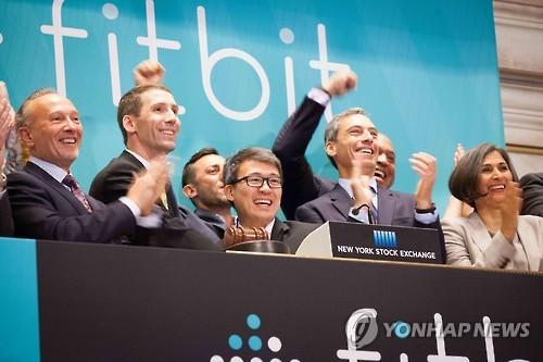 구글, 스마트워치 진출한다…'웨어러블' 핏빗 2조4천억원에 인수