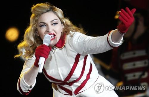 """""""한밤중 지각 쇼라니""""…마돈나, 뿔난 팬에 소송당해"""